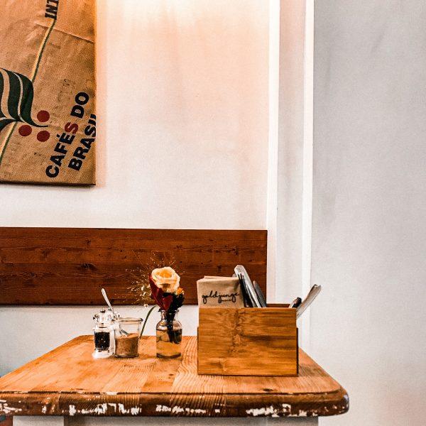 cafe-goldjunge-nippes-interior