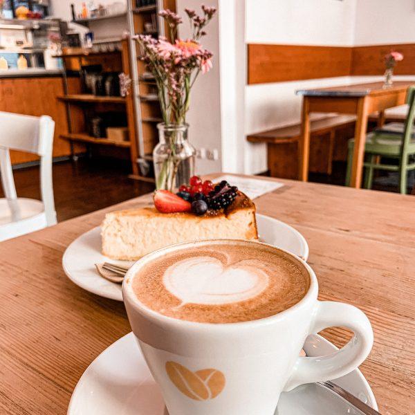 cafe-goldjunge-nippes-kaffee-kuchen