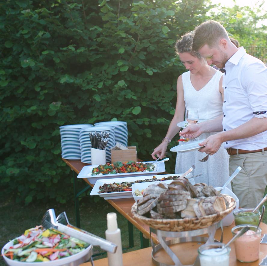 Das Brautpaar bei einem Hochzeitstag Catering
